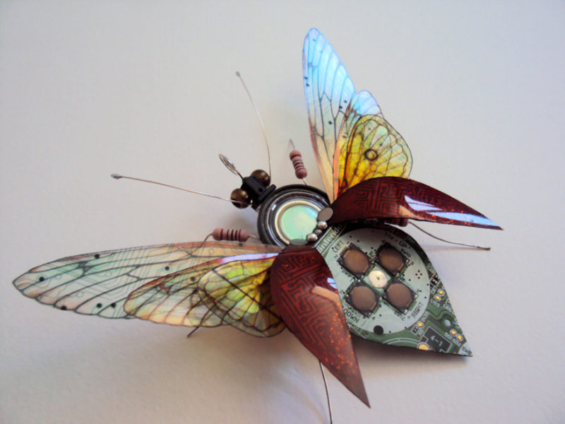 circuit board winged insects dew leaf julie alice chappell 10 800x600 - Насекомые из металлических деталей